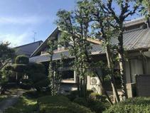 笠松町円城寺中古住宅 敷地広々155坪 ステキなお庭スペースもあります。延長敷地ですがお車4台可能!の画像