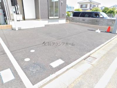 並列3台駐車可能なカースペース