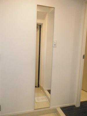 玄関入口、全身鏡