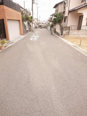 【前面道路含む現地写真】茨木市下穂積3丁目 土地