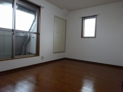 角部屋で窓があり明るいリビングです
