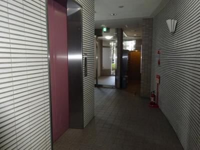 1階エレベーターホールです