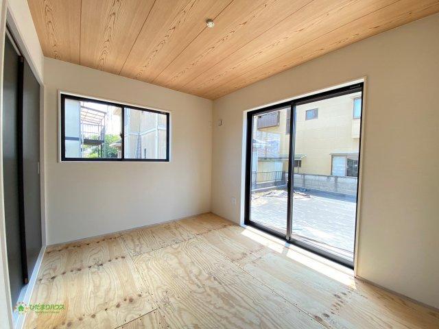 お子様のお昼寝や家事のスペースとしても、マルチにお使いいただける空間です。