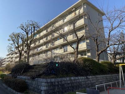 総戸数330戸、昭和53年8月築、管理人は日勤勤務につき管理体制良好です♪
