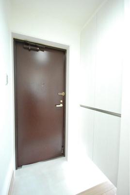 玄関にはシューズボックスがあり、靴もスッキリ片付きます。