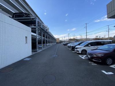 機械式駐車場・平置き駐車場です。