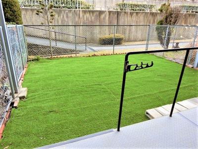 【現地写真】頬をなでる優しい風を感じることが出来る専用庭。人工芝も張替え済み♪
