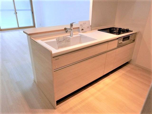 【現地写真】 使い勝手の良い設備のキッチンで効率よくお料理ができます。家族の健康はこのキッチンから♪