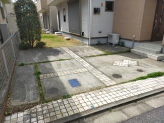 2台分の駐車スペースは、広々!