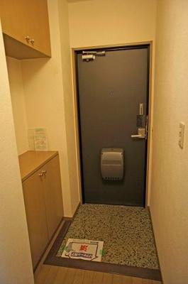 【玄関】ロイヤルパレス五番館