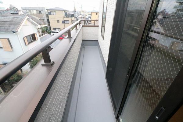 2階3階にバルコニーあり♪