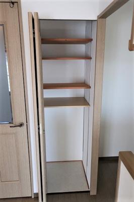 充分な収納スペースを確保。居室内に余計な家具を置く必要がないので、シンプルですっきりとした暮らしが実現しています♪