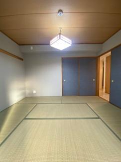 落ち着いた雰囲気の和室、解放すると隣のLDと一体となって広々使えます