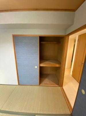 和室の収納スペースです