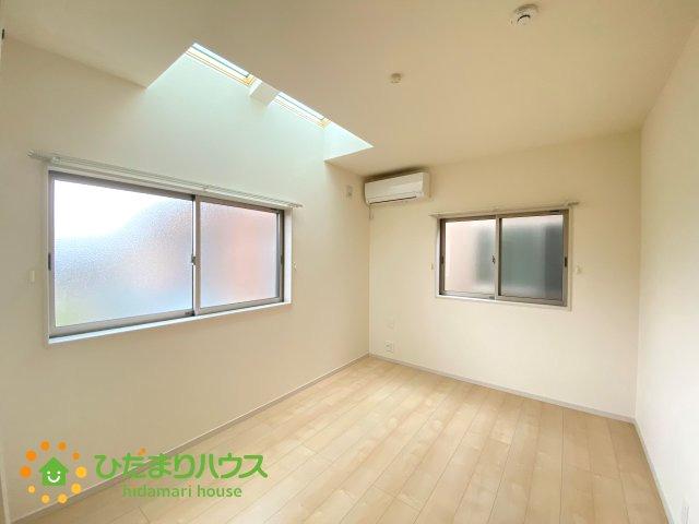 明るい寝室♪天井から光が差し込みます♪