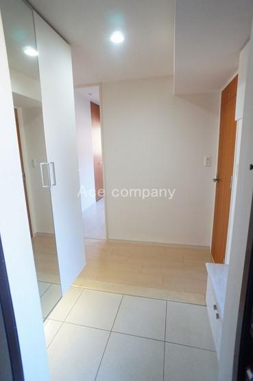 玄関両サイドにシューズボックス完備♪身体に優しい段差の少ない玄関ホールです♪