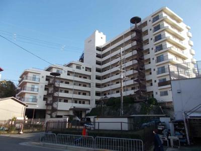 【現地写真】 鉄骨鉄筋コンクリート造の68戸大型マンションです♪