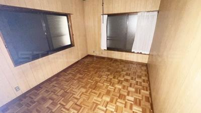 バルコニーに面した洋室です。
