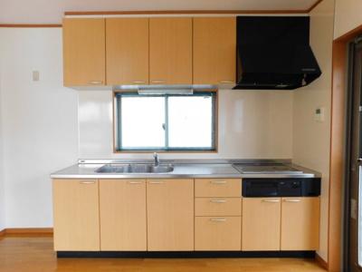 【キッチン】中央2丁目6-13一戸建て