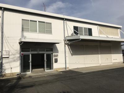 国道246号線近く♪「センター北」駅から徒歩8分♪便利な立地の2階建て倉庫です♪
