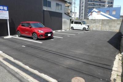 建物向かい駐車場