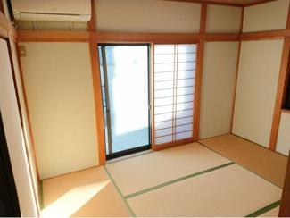 おきれいな6帖の和室がございます!