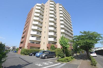 平成15年築のリバーサイドマンションです。9階南東向きバルコニーですので、眺望・陽当り共に抜群です。
