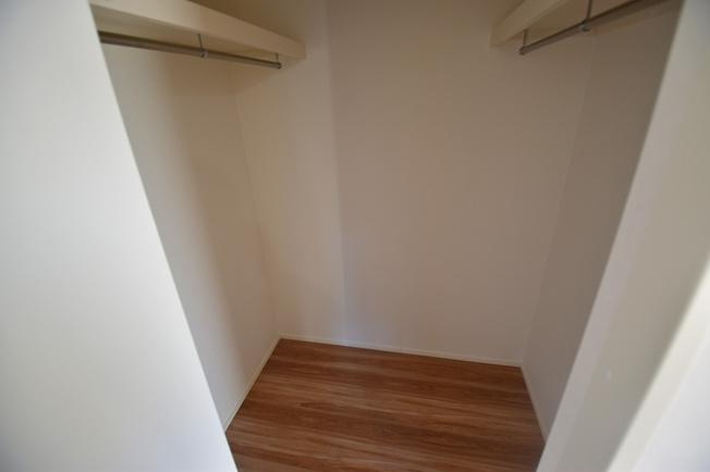 収納の味方、主人室に大容量のウォークインクローゼットを設置。