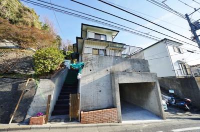 【外観】3LDK住宅を新規リフォーム!広めのお庭があり開放感があります♪保土ヶ谷区初音ヶ丘 中古戸建て