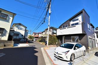 閑静な住宅街! お車の駐車もしやすいです♪