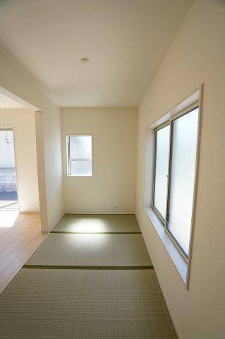 4帖 畳コーナーはちょっとゴロゴロするのに心地よい空間です。