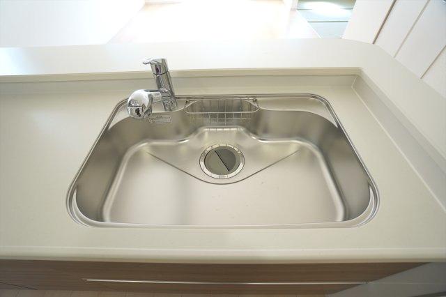 広いシンクなので洗い物もはかどります。