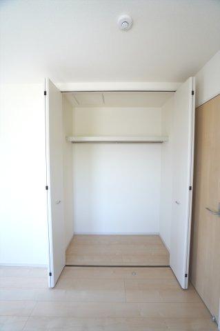 2階5帖 シンプルで使い勝手のよいクローゼットです。