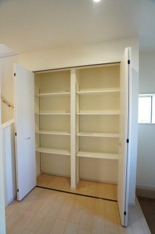 玄関収納です。靴、ブーツ、スポーツ用品等すっきり収納できます。