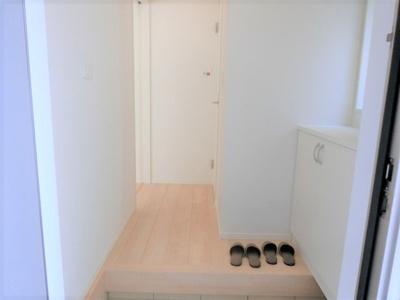 【同社施工写真】充分な収納スペースを確保。居室内に余計な家具を置く必要がないので、シンプルですっきりとした暮らしが実現しています♪