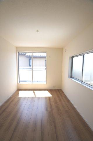 2階6.5帖 2面窓があり、採光、通風のよいお部屋です。