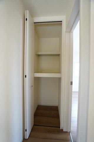 2階廊下 季節物の家電等収納するのに便利です。