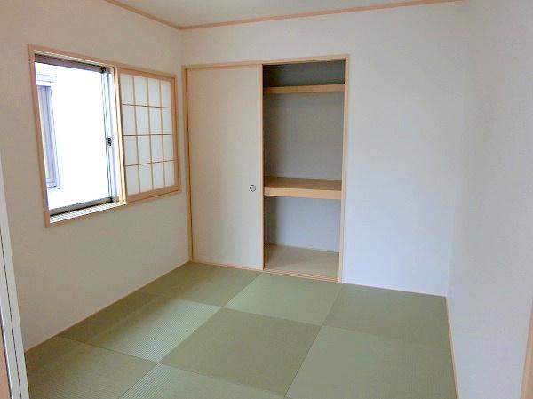 【現地写真】 暮らしの安らぎは深まります。 ゆっくりくつろげる、和室もございます♪