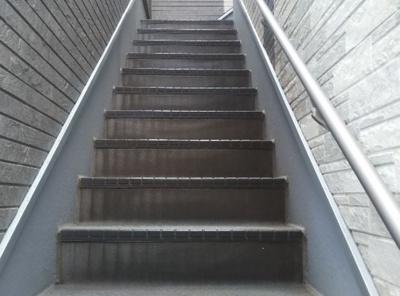 ガーネット高円寺の階段☆