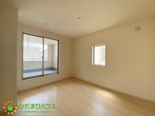 広い洋室は主寝室にご利用ください。