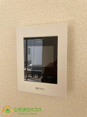 TVモニター付きのインターホンで家族も安心です。