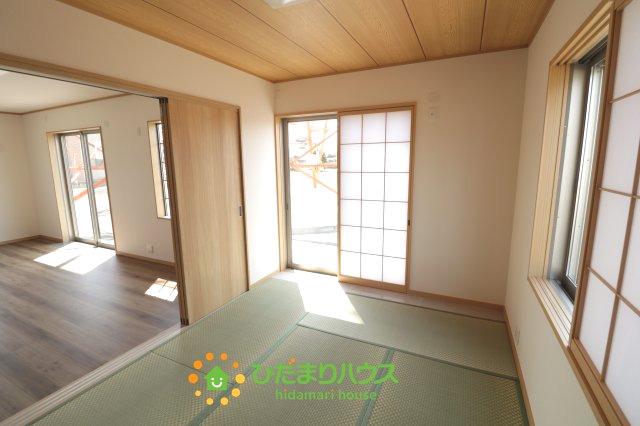 リビングと繋がる和室は、来客時にも使えますね。お子さんが小さい方にはキッズスペースとしてもご利用いただけます!