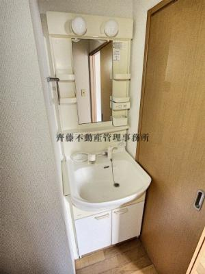 シャンプードレッサー付きの独立洗面台です。