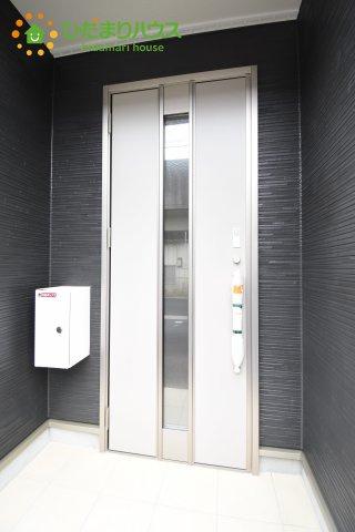 【玄関】伊奈町西小針 第5 新築一戸建て クレイドルガーデン 01