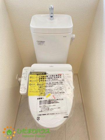 白を基調としたトイレは、インテリア次第でどんな空間になるかワクワクしますね!