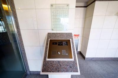 リビング横約5.0帖の和室です。琉球畳新調しています。