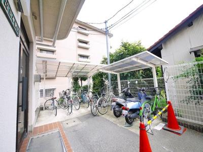 屋根付き自転車置き場完備です