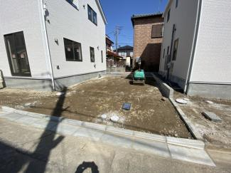 駐車スペースです。(工事中の画像)建物は述べ約26坪から28坪の3LDK/4LDKです。