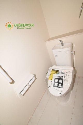 【トイレ】上尾市小泉8丁目 新築一戸建て 04