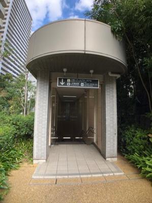JR難波駅へ直結の出入口がございます。